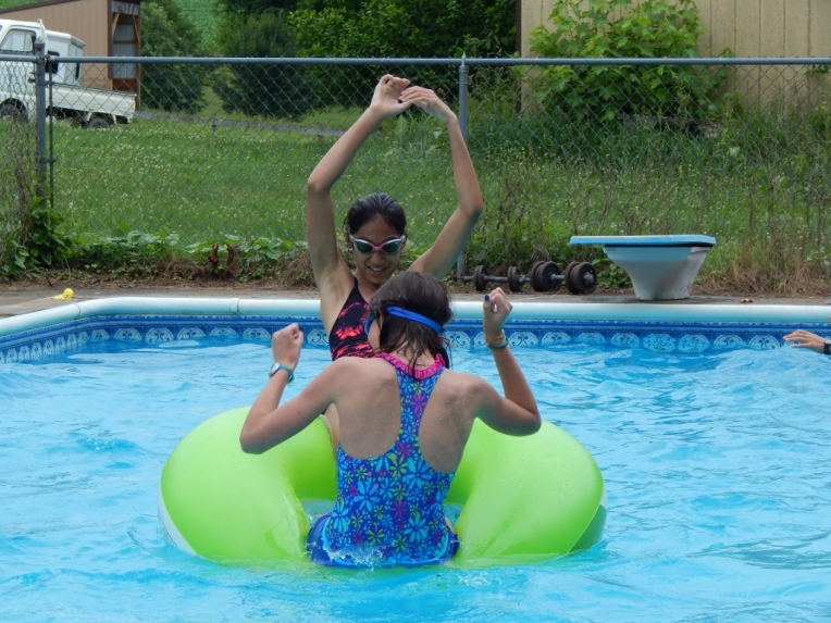 -Allison(pool) 096 (1024x768)