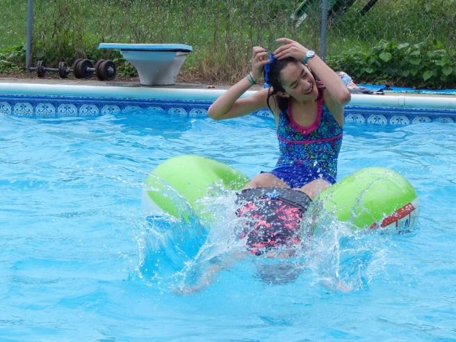 -Allison(pool) 098 (3) (1024x768)